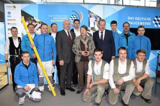 Gruppenfoto mit Barbara Hendricks, Bundesministerin für Umwelt, Naturschutz, Bau und Reaktorsicherheit