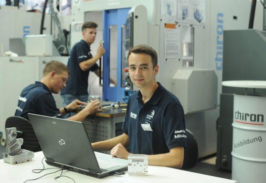 """Auch bei den Deutschen Meisterschaften in der Disziplin """"CNC-Fräsen"""" zeigt sich: Programmierkenntnisse sind bei der Arbeit mit CNC-Maschinen unerlässlich."""