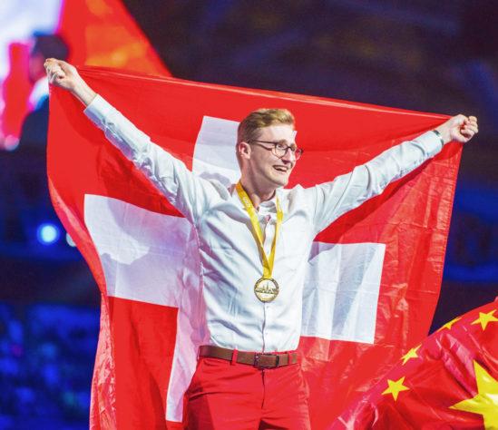 Florian Baumgartner holte bei den WorldSkills Kasan 2019 die Goldmedaille in der Disziplin Industrieelektroniker/in. (Foto: BOOKSTRUCKER)