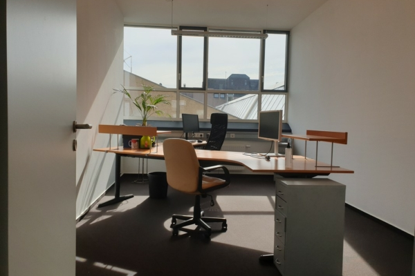 Büro 1 mit insgesamt 2 Arbeitsplätzen