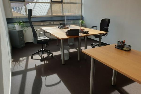 Büro 2 mit insgesamt 3 Arbeitsplätzen